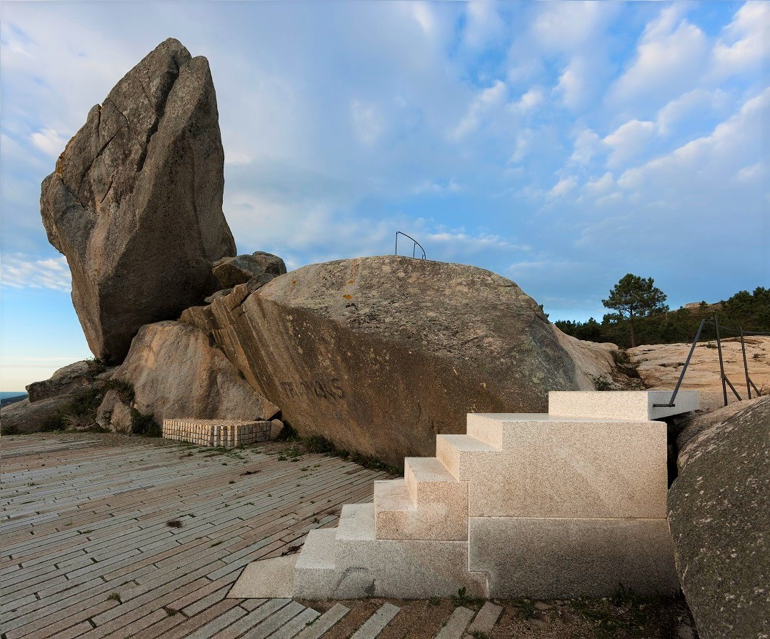pedra da ra 044bbb.jpg